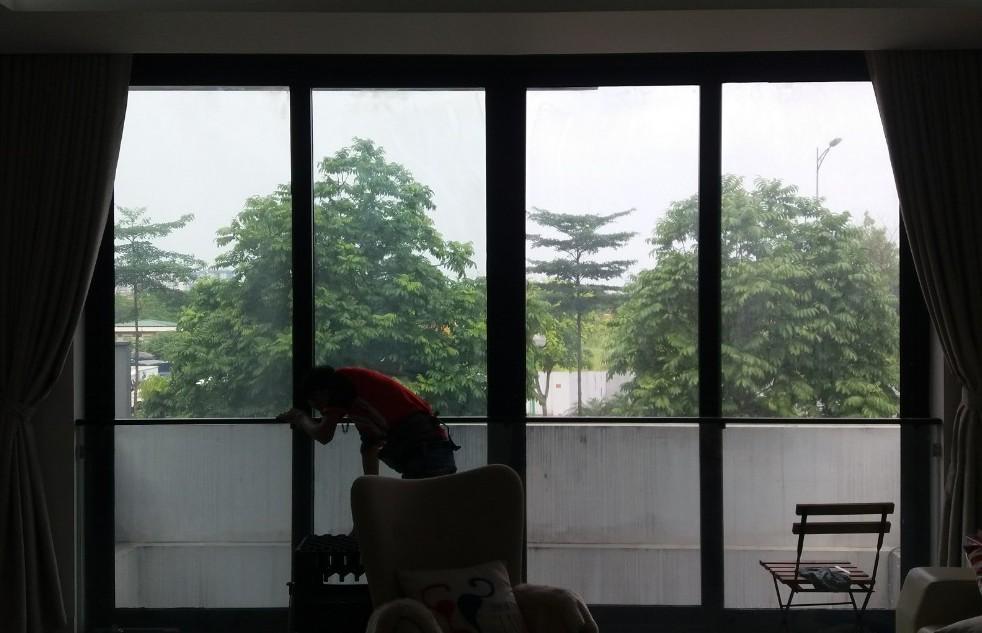 Dán phim cách nhiệt UV400 chống nắng nóng chung cư biệt thự